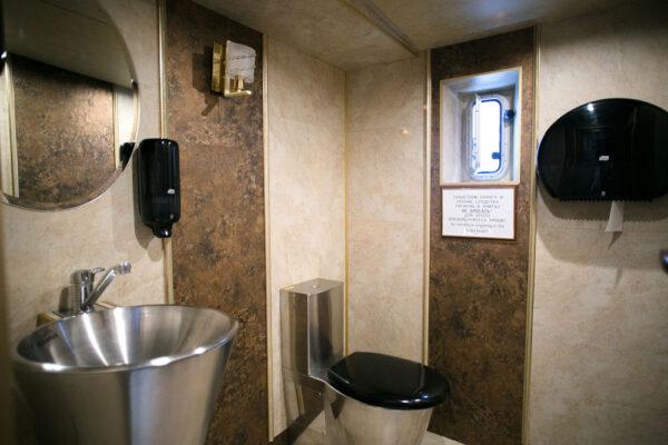 Теплоход Марго туалет