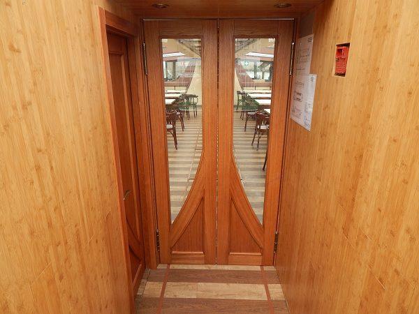 Теплоход Флоренция дверь в салон