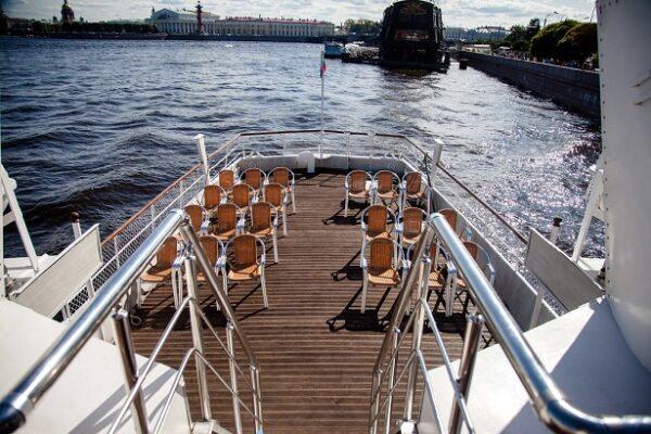 Теплоход Александр Скрябин открытая палуба
