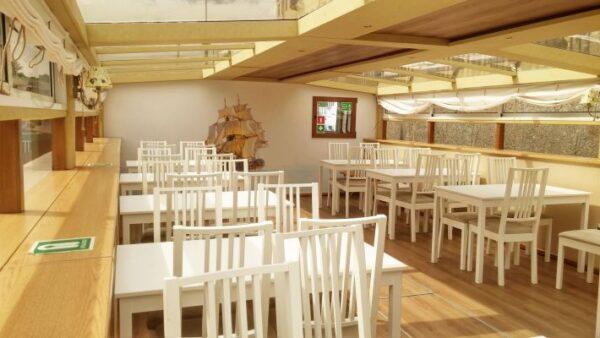 Теплоход Фаворит, белая мебель