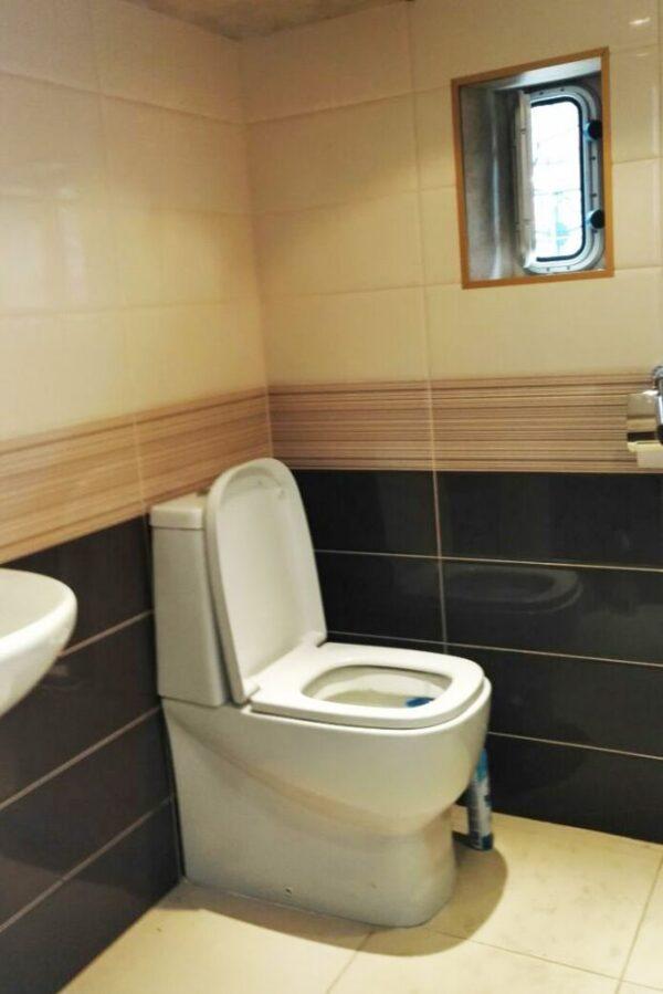 Теплоход Фаворит, туалет