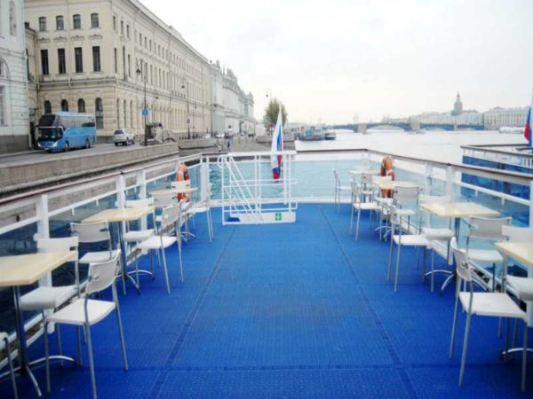 Теплоход Москва 125 верхняя палуба