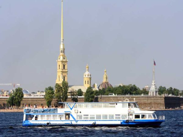 Теплоход Москва 125