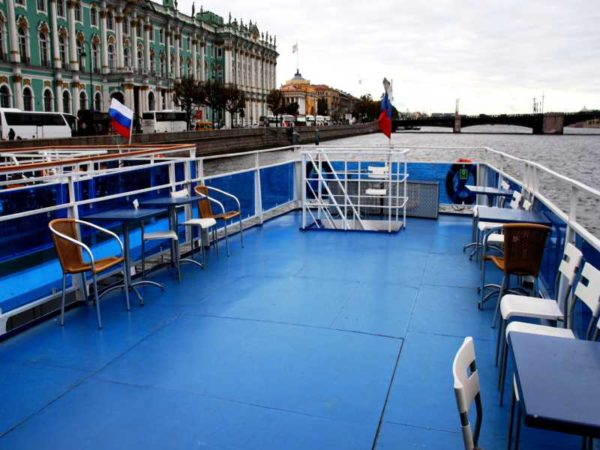 Теплоход Москва 183 верхняя палуба