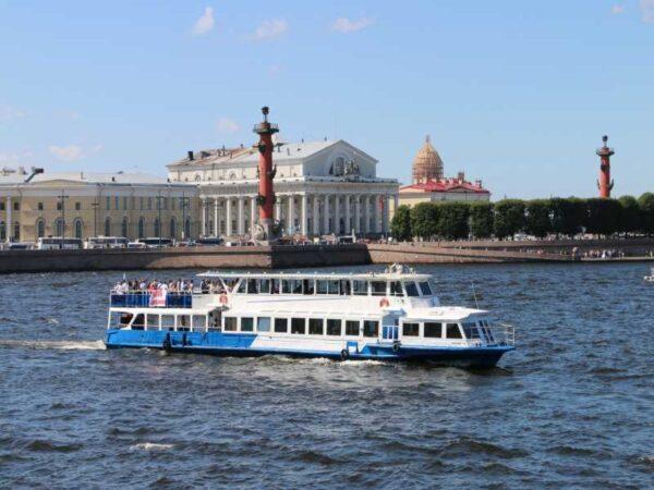 Теплоход Москва 57