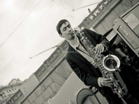 Ведущий саксофонист
