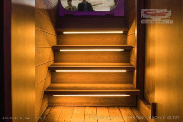 Теплоход Самсон подсветка лестницы