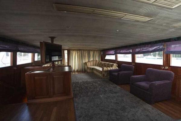 Яхта Broward внутренний вид