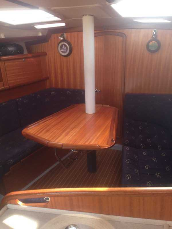 Яхта Delphia 37 салон