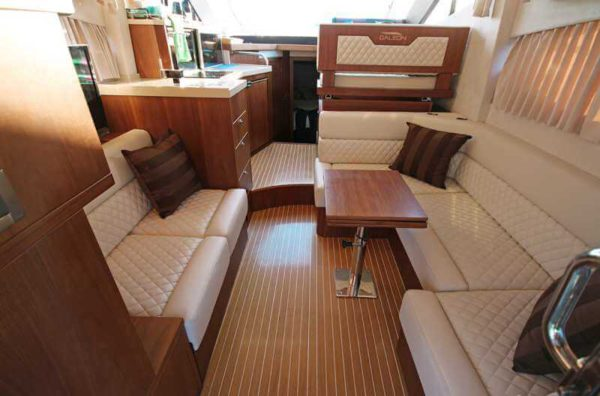Яхта Galeon 380 Fly салон