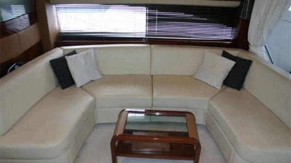 Яхта Princess 67 салон