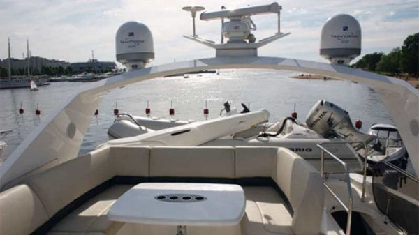 Яхта Princess 67 палуба